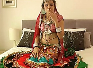 Hot Indian Babe Showing Confidential for evryone